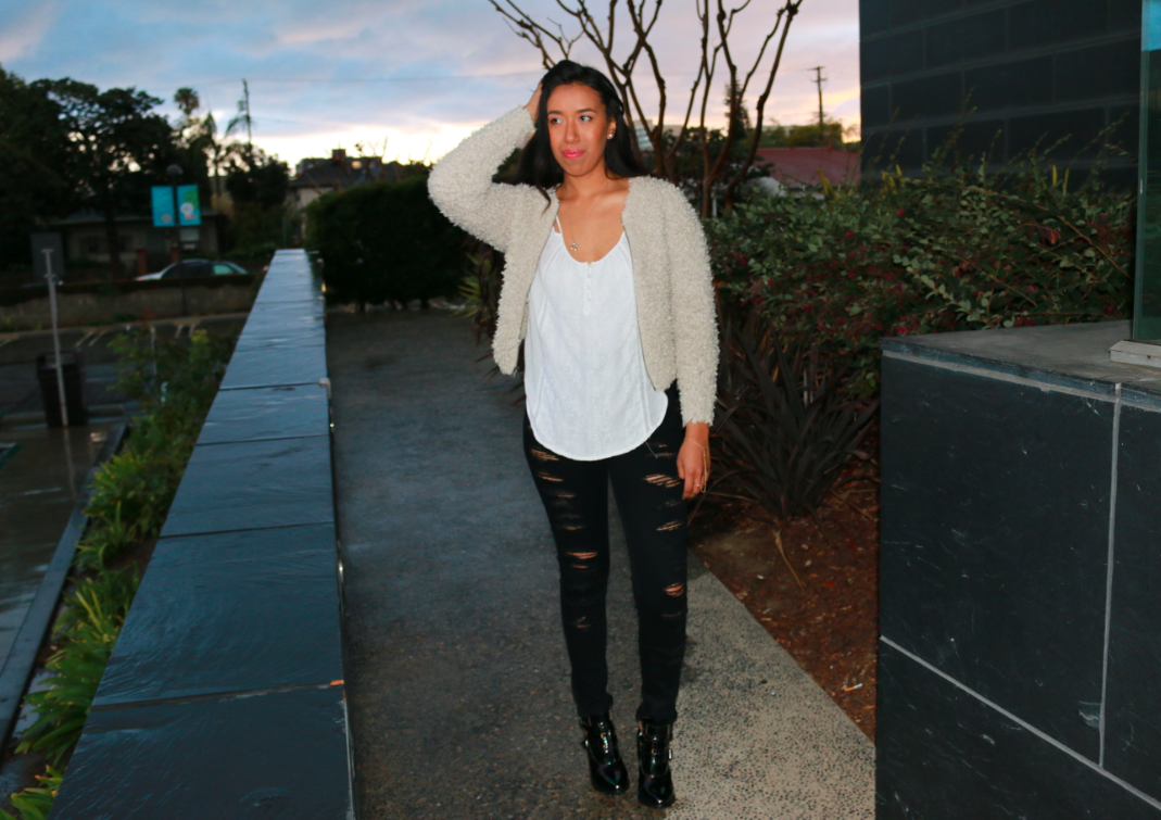 Abercrombie Oatmeal KAYLIN FUZZY BOMBER JACKET  Destroyed Black A&F ALYSSA HIGH RISE SUPER SKINNY JEANS