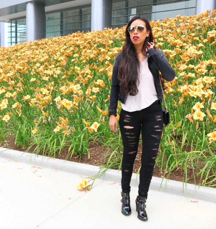Into the Dark: Black Denim and a Classic T-shirt Outift